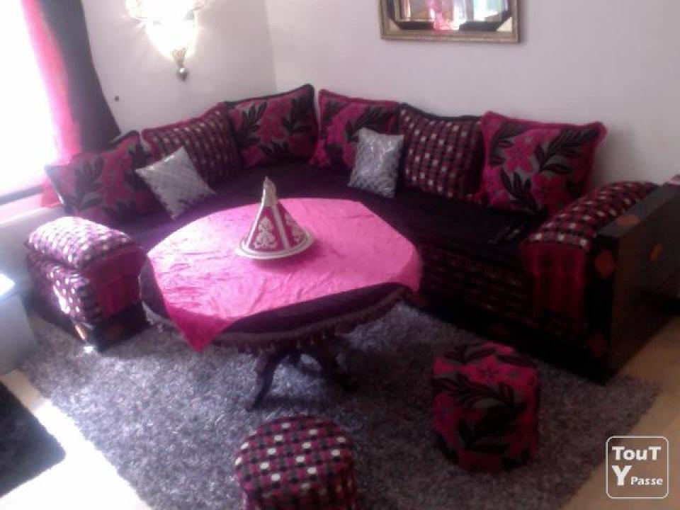 deco table rose et noir trendy les dossiers de chaise. Black Bedroom Furniture Sets. Home Design Ideas