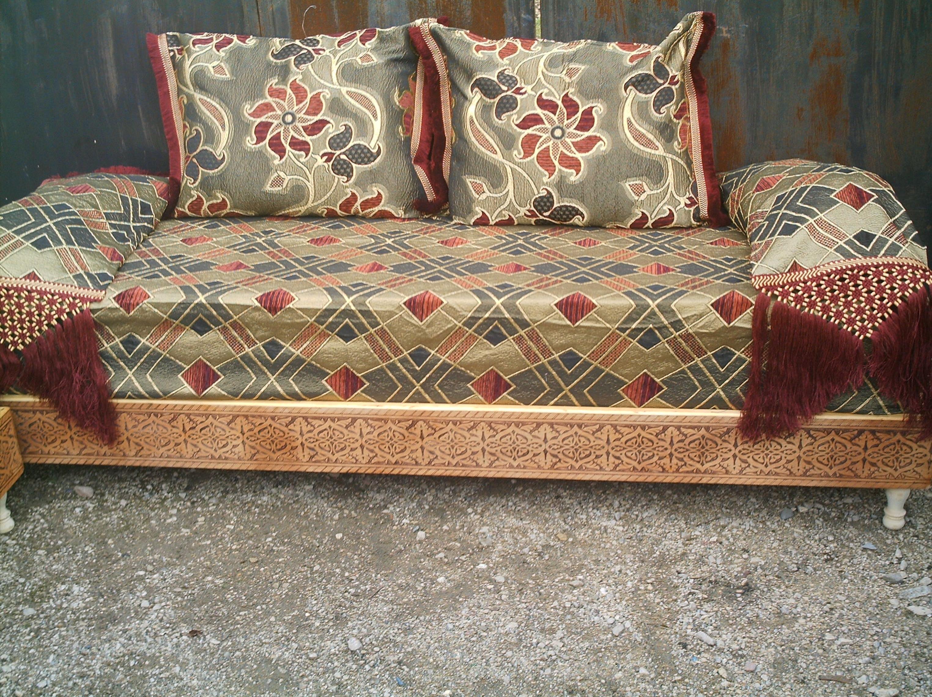 banquette en bois pour salon fashion designs. Black Bedroom Furniture Sets. Home Design Ideas