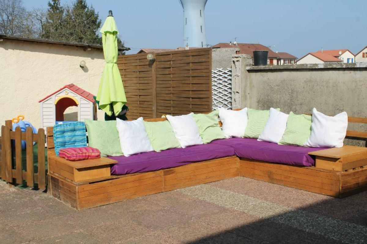 photos canap palette plan. Black Bedroom Furniture Sets. Home Design Ideas