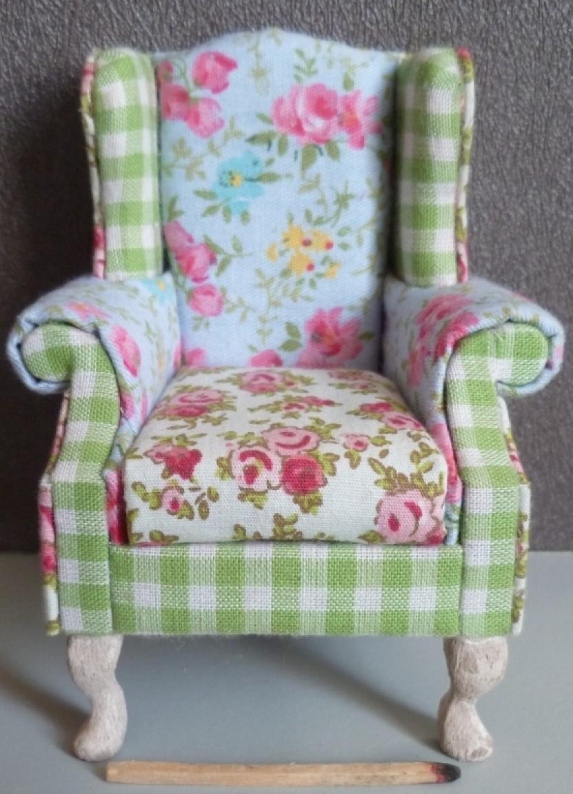 photos canap anglais tissu fleuri. Black Bedroom Furniture Sets. Home Design Ideas